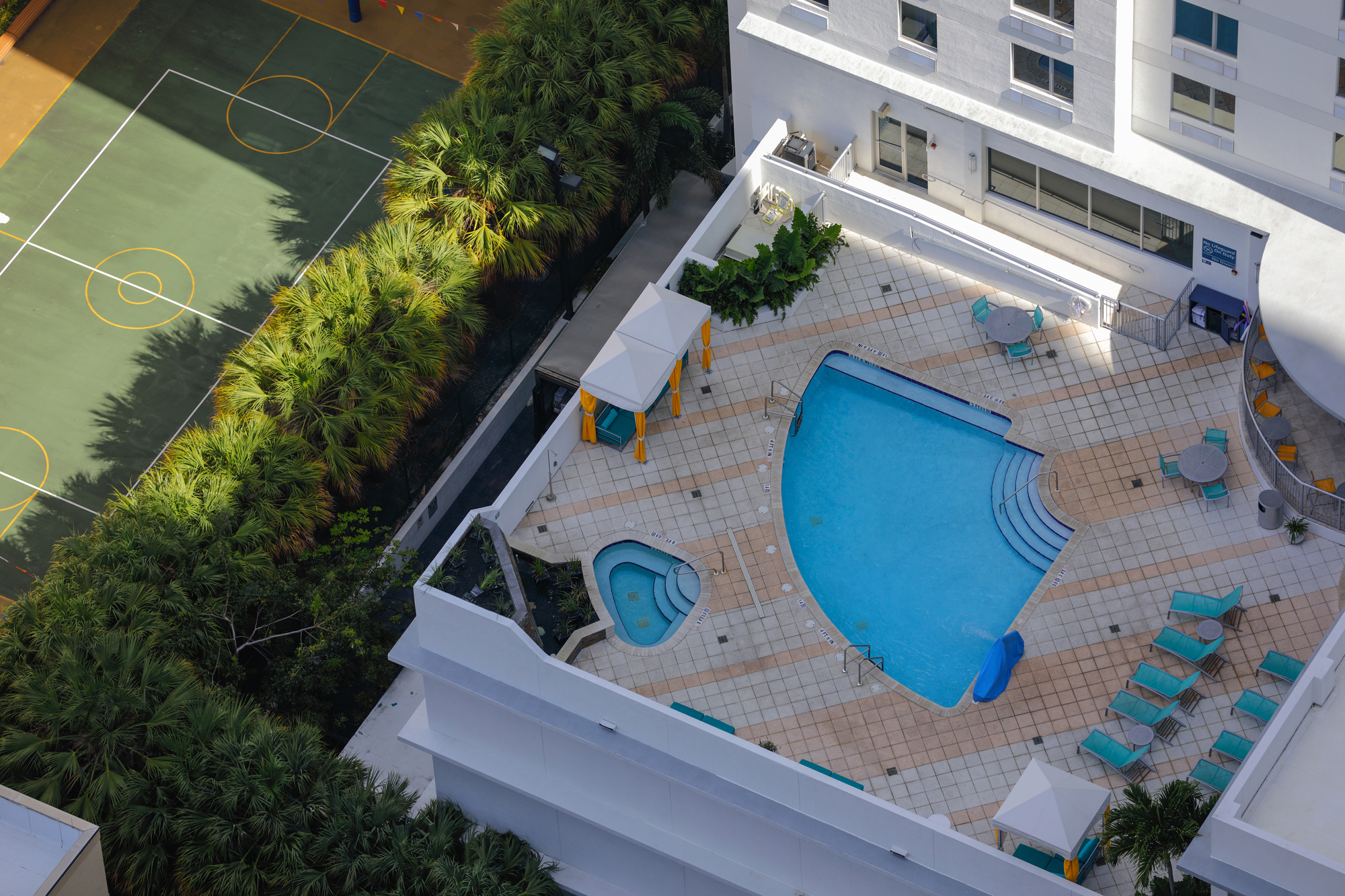 Top Apartment Amenities to Attract Millennials Include Roof Top Pools and Tennis Courts